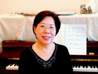 景阿姨練鋼琴,比小外孫還有耐性。(圖/劼寶媽)