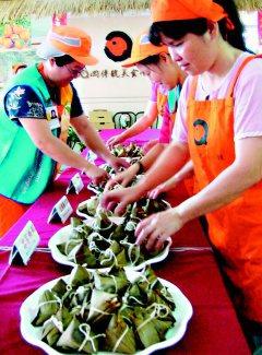 由一群客家媽媽組成的美食小舖,研發出的粽子好吃又養生。(記者張明慧/攝影)