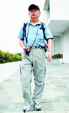 有人徒步環島、自行車長征,57歲的黃明仁目標行走台灣357個鄉鎮市區,卻不當「苦...