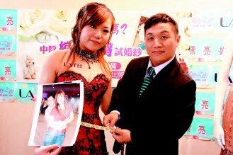 無「膽」準新娘吳金陵(左)為了穿婚紗,婚前減脂超過10公斤,腰圍從32吋減至27...