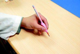 針對左手使用者,除了購買對稱型的握筆器外,亦可尋求職能治療師協助,可依手型訂做專...