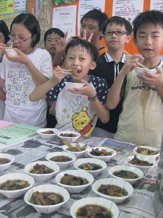 是否需要食補「轉大人」,中醫界各有看法,但食補配方按照孩子口味調整後就像一般雞湯...
