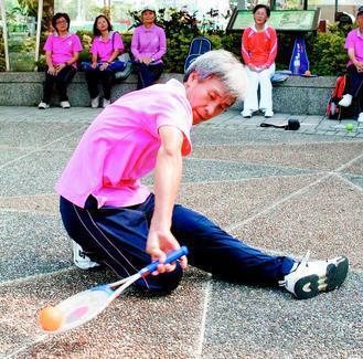 張九如是台灣太極柔力球的推手,他喜歡柔力球像運動又像舞蹈,練習者會愈練愈有愉悅感...
