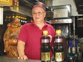 陳朝進是山東麻油店第四代傳人,他說,堅持古法、用好原料,是老店屹立不搖的原因。(...