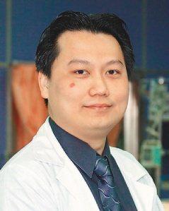 奇美睡眠中心主任陳志金說,像他「肥胖男性兼脖子粗、下巴短」面相,大多有睡眠呼吸問...