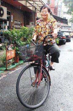 蘇主惠醫師總騎著一台淑女車上班。(記者徐世經/攝影)
