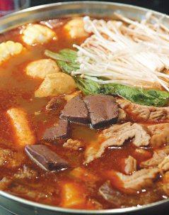 麻辣火鍋內的食材多屬高油脂且刺激性的食物,對大腸黏膜傷很大。(圖╱聯合報系資料照...