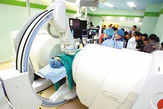振興醫院引進磁導航心導管技術,磁導航系統可以如GPS般定位,可以快速找到病灶。(...