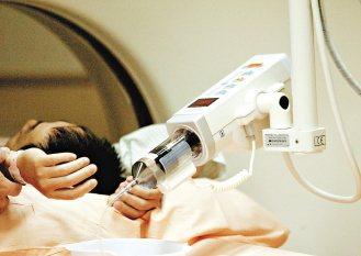 許多病人發現,在做電腦斷層掃描檢查時,醫院仍要求要自費負擔顯影劑。(聯合報系資料...