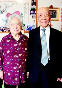 和崔介忱結褵73年的崔老太太(左),今年92歲,皮膚白淨光滑。