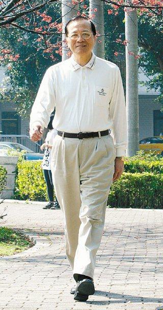 振興醫院院長劉榮宏忙得只能以快走、慢跑養生。(記者蘇健忠/攝影)