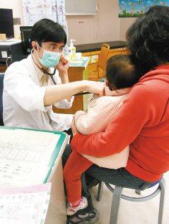 季節流行性感冒增多,急診的兒童也相對變多。(記者蘇健忠/攝影)