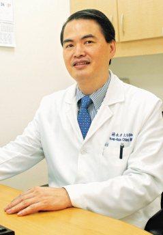 蔣永孝醫師說,神經外科醫師忙碌、壓力大但有高度成就感,加上不斷學習新知,確有利於...