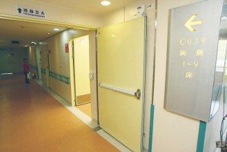 病房採暖色調設計,讓高齡長者覺得溫暖。(記者蘇健忠/攝)影