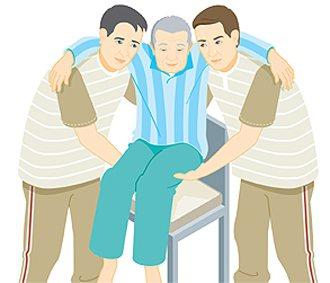 下肢癱瘓或久病臥床的人要小心「自發性骨折」,病人離開病床時,須兩人左右扶起。 繪...