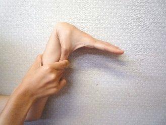 你是天生「軟骨」嗎?研究顯示,天生小指、大拇指、手肘、膝蓋或腰等關節容易彎曲、且...