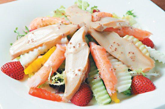 涼拌海鮮沙拉。