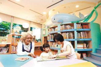 台大醫院兒醫大樓「家庭資源中心」昨天舉行捐贈暨揭牌典禮,為兒童提供一個良好的閱讀...
