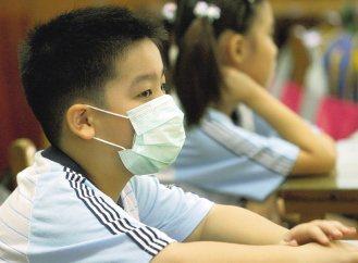 台北市衛生局統計顯示,北市國小一年級學童有高達兩成為氣喘過敏高危險群,其中四分之...