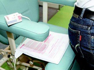 病人離床警示器,可以放在椅子上,隨時偵測病人的狀態。 記者曾吉松/攝影