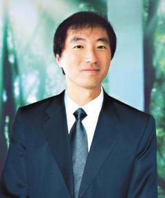 楊定一/長庚生技公司董事長、長庚大學、長庚技術學院、明志科技大學三校董事長。