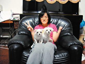 獲選勵馨基金會勇氣冒險獎的張芷寧,自稱是「左手忘記長大的女孩」,卻樂觀面對挑戰。...