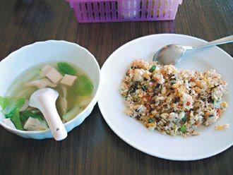 飛魚炒飯和青菜豆腐湯