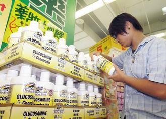 含葡萄糖胺加軟骨素的產品,是近年很夯的保健食品,連大賣場或藥妝店都搶著賣。 本報...