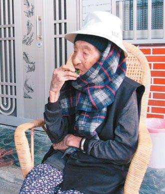 109歲的人瑞彭玉梅每天都要吃幾顆檳榔。