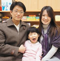 廖健志、王儷錦夫妻全心陪伴4歲的女兒廖家瑜,帶她上課、在家教育,讓聽損的家瑜不但...