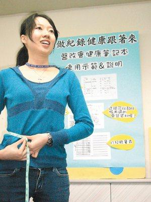 國健局局長邱淑媞呼籲,成年女性腰圍不可超過「3」1吋或「8」0公分,「38」是新...