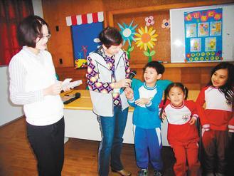 4月份是兒童月,衛生局為了讓小朋友健康快樂過兒童節,志工進入校園展開一連串衛教宣...