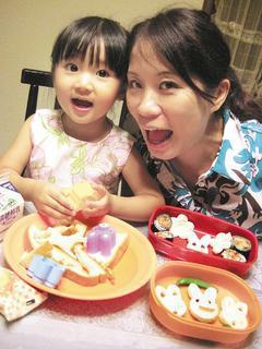 點心最好不要以零食取代,父母可以多陪陪孩子動手作健康點心。 董氏基金會/提供
