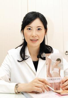 美女醫師林明秀總覺得自己腮幫子較大,有如國字臉一般,這對於愛漂亮的女生來說,可是...