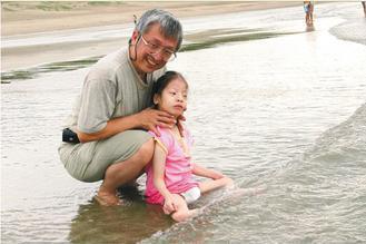 映竹愛玩水,老爸有空就帶她上山下海。 記者鄭超文/攝影 圖片提供/潘于岡提...