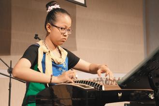 嘉義基督教醫院昨天舉行「響樂傳愛心、藉髓得希望」感恩音樂會,全球熱愛生命獎章得主...