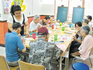 失智症老人及早參與非藥物的治療活動,可以延緩退化程度。 台灣失智症協會/提供