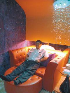 「取精室」仿照汽車旅館的情境設計,讓求子的男士一進入就有Fu。 記者修瑞瑩/攝影