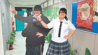 范舒婷花了5個月,從104公斤足足減到83公斤。她昨天與同比例的減肥前人型立牌合...