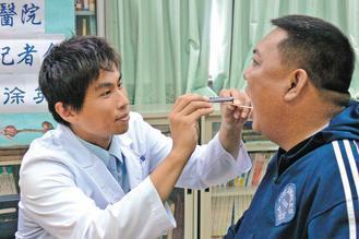 署東醫師徐英碩表示,長期睡覺打鼾由各種呼吸道病因引起,應立即就醫檢查。 記者李蕙...