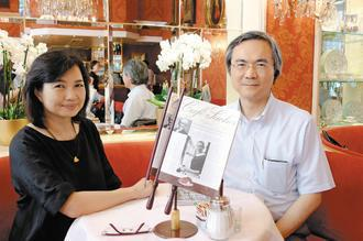 曾啟瑞(右)與夫人常玉慧,常相偕出國旅遊散心。 圖/曾啟瑞提供