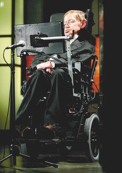 物理學家霍金最近參與iBrain實驗,戴上頭帶式的腦波儀,記錄腦波變化,希望能找...