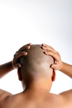 掉髮原因不少,雄性禿九成與遺傳有關。醫師表示,雄性禿掉髮可分7級,髮線會慢慢往上...