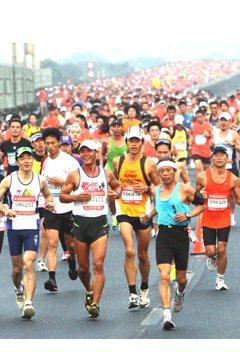 研究顯示,過於密集的體能訓練和長時間的耐力比賽可能會改變心臟和大動脈的結構,對心...