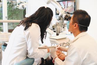 並不是所有人都適合植牙,術前一定要審慎評估。 圖/本報資料照片