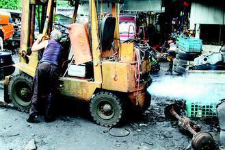 世衛組織將柴油廢氣列為致癌物。除了公車、遊覽車、大卡車等大型運輸工具,堆高機、推...