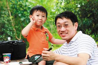 台北榮總血液腫瘤科主治醫師楊慕華,專注研究,也重視家庭生活。 圖/楊慕華提供