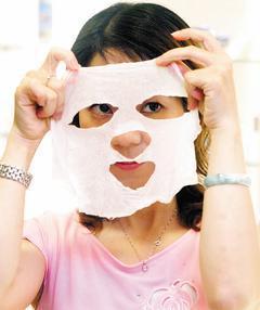 為了讓皮膚更美更白,許多人會嘗試偏方,例如將檸檬汁加入面膜,結果適得其反,讓膚質...