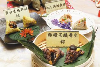 端午節大啖QQ的粽子,聞著陣陣散發粽葉香,咬著鮮肉、蛋黃滋味,傳統口味讓人大飽口...