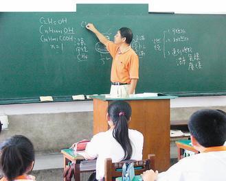 常寫黑板的老師老師 圖/本報資料照片